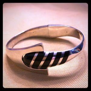 Vintage! Onyx inlaid 925 silver hinged bracelet